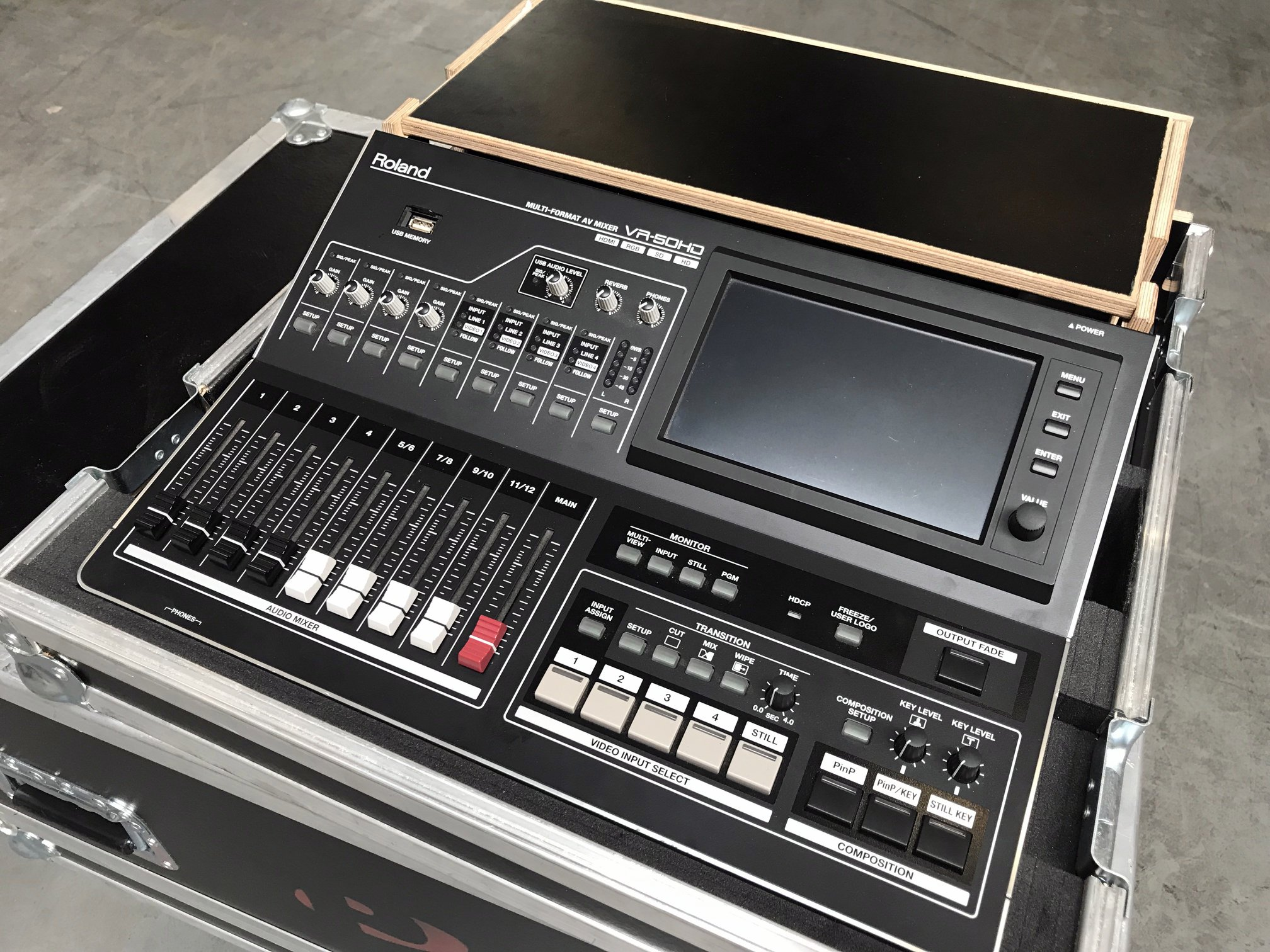 Roland VR-50HD in flightcase