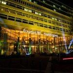 LightTheSky ingang Erasmus Medisch Centrum Rotterdam Lichtstralen in de lucht